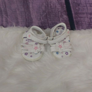 Other - Girls sandals white floral toddler size 2 AW11
